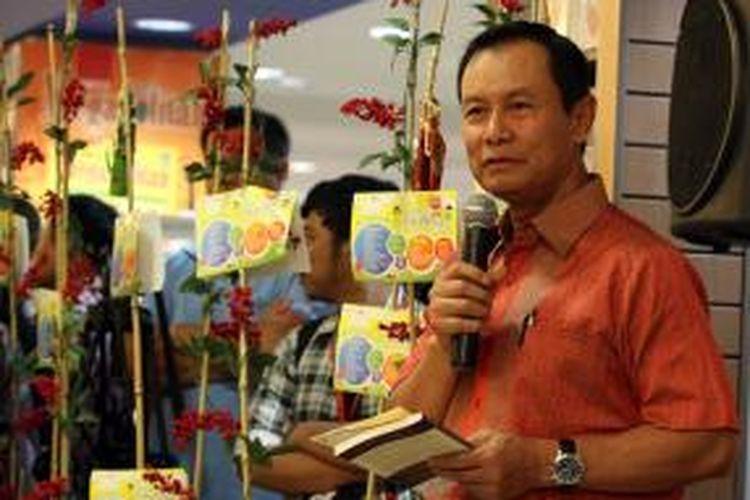 Kapolri Jenderal Pol Sutarman memberikan sambutan dalam peluncuran buku