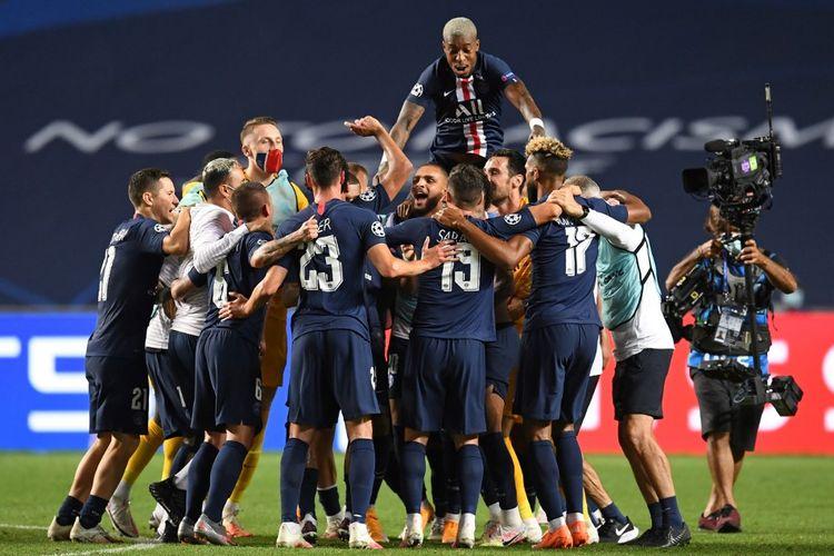 Para pemain Paris Saint-Germain merayakan kelolosan mereka ke final Liga Champions 2019-2020 setelah mengalahkan RB Leipzig di Stadion Da Luz, Lisbon, Portugal, Rabu (19/8/2020) dini hari WIB.