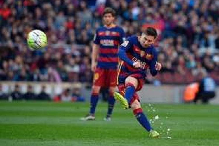 Lionel Messi gagal mengeksekusi penalti pada laga Barcelona vs Getafe di Camp Nou, Sabtu (12/3/2016).