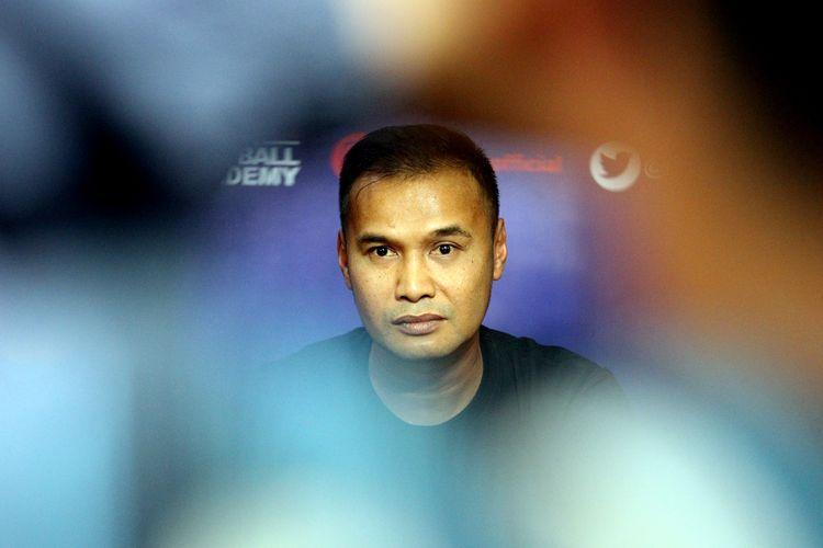 Mantan pemain Arema FC yang juga sekaligus asisten pelatih intuí musim 2020, Charis Yulianto.