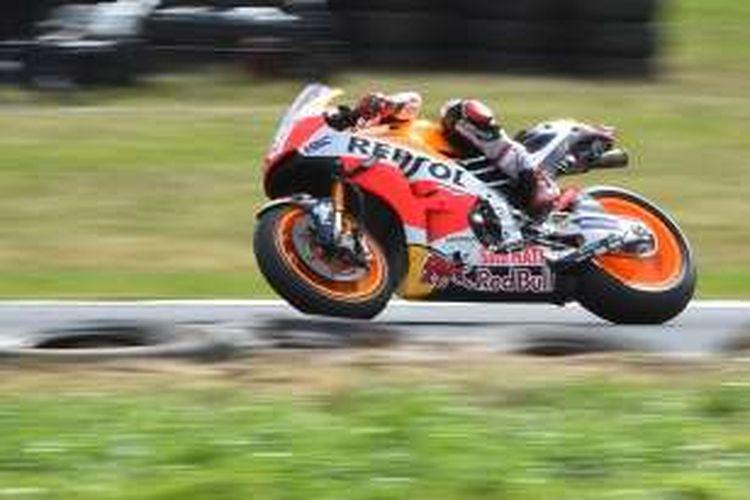 Pebalap Repsol Honda Team asal Spanyol, Marc Marquez, memacu motornya pada balapan GP Australia di Sirkuit Phillip Islan, Minggu (23/10/2016).