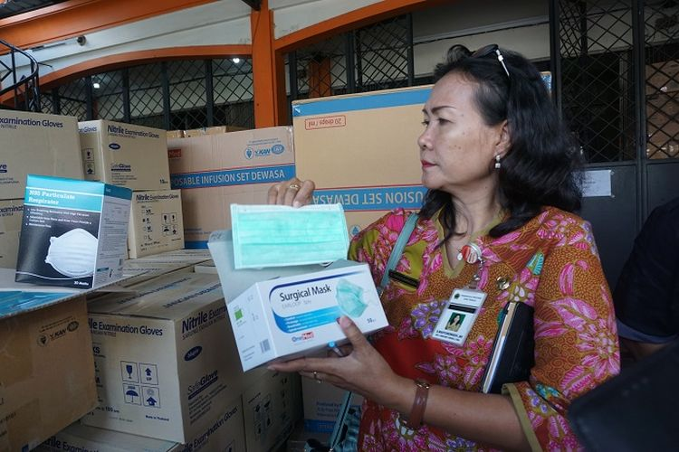 Disperindag Jateng bersama Ditreskrimsus Polda Jateng menyidak beberapa apotek dan distributor masker di Kota Semarang.