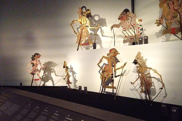 Suasana pameran wayang kulit di ruang Smargard, Museum Rietberg, Zurich, Swiss.