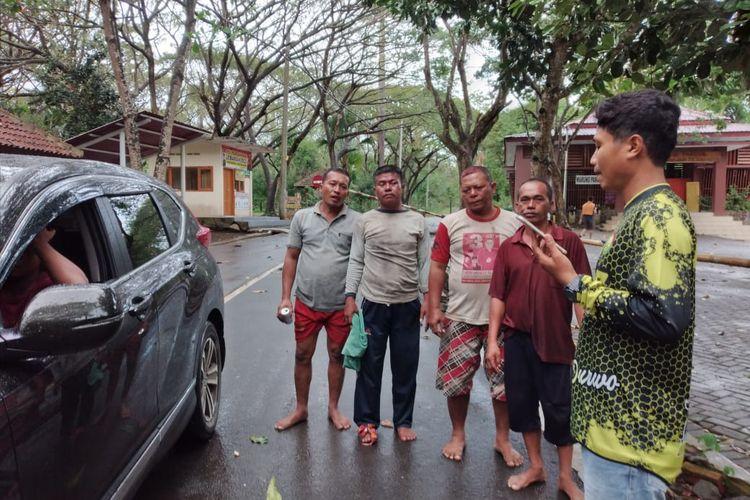 ABK selamat kapal ikan KM Bintang Sonar, yang dilaporkan tenggelam, di perairan Plengkung, Banyuwangi, Senin (2/8/2021).