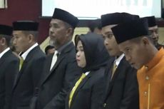 Demi Eifisiensi, Anggota DPRD Terpilih Ini Pilih Baju Adat daripada Jas untuk Pelantikan