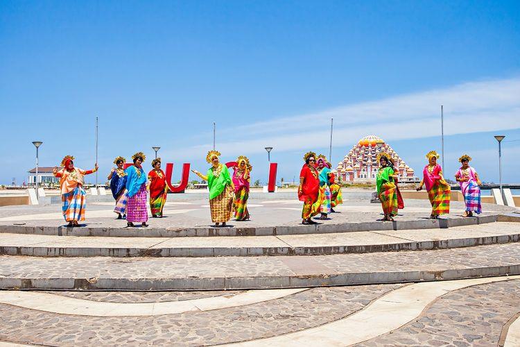 Baju Bodo, baju tradisional kaum wanita Suku Bugis DOK. Shutterstock/Sony Herdiana