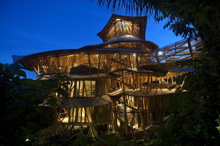 Vila bambu ala Bali tipe Sharma Springs untuk rebahan ramai-ramai di hari Sabtu
