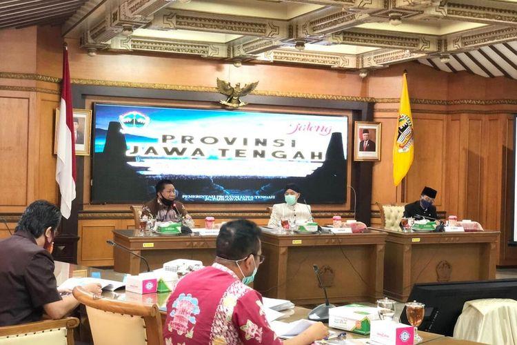 Wali Kota Magelang Sigit Widyonindito bertemu Gubernur Jawa Tengah Ganjar Pranowo membahas persoalan aset eks Mako Akabri yang kini tengah menjadi polemik. Pertemuan  berlangsung tertutup di ruang rapat Gubernur Jawa Tengah di Semarang, Kamis (9/7/2020).