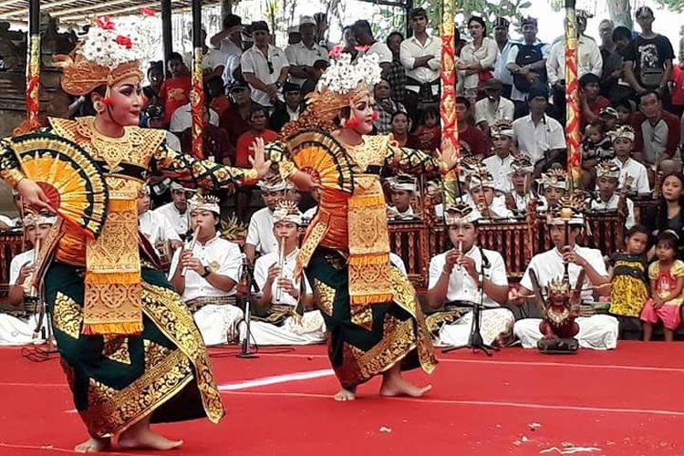 Tari Legong, ciri khas daerah Bali.