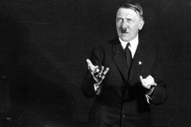 Salah satu foto Adolf Hitler hasil jepretan fotografer Heinrich Hoffmann yang seharusnya dimusnahkan karena dianggap memalukan.