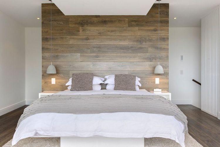 Kamar tidur dengan finishing papan-papan kayu yang simpel dan elegan