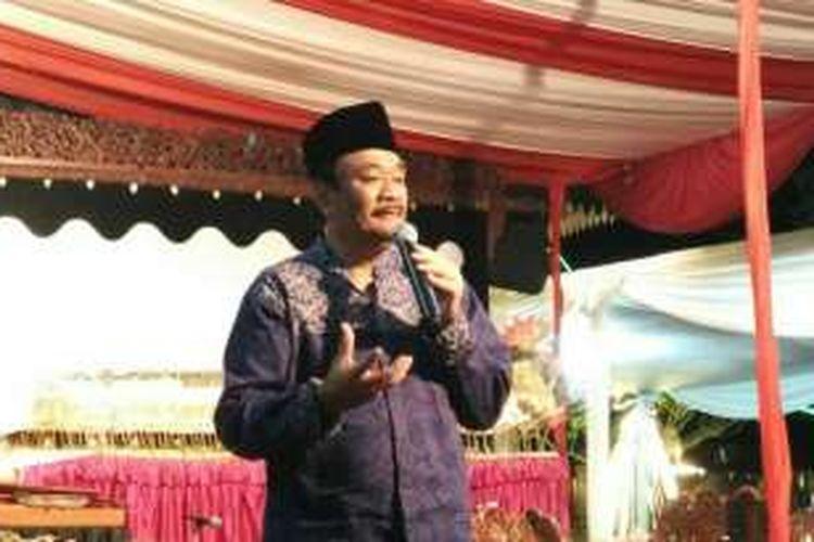Calon wakil gubernur DKI Jakarta Djarot Saiful Hidayat menghadiri acara peringatan maulid nabi yang diadakan relawan Dulure Djarot di Balai Sarwono, Cilandak, Jakarta Selatan, Jumat (16/12/2016) malam.
