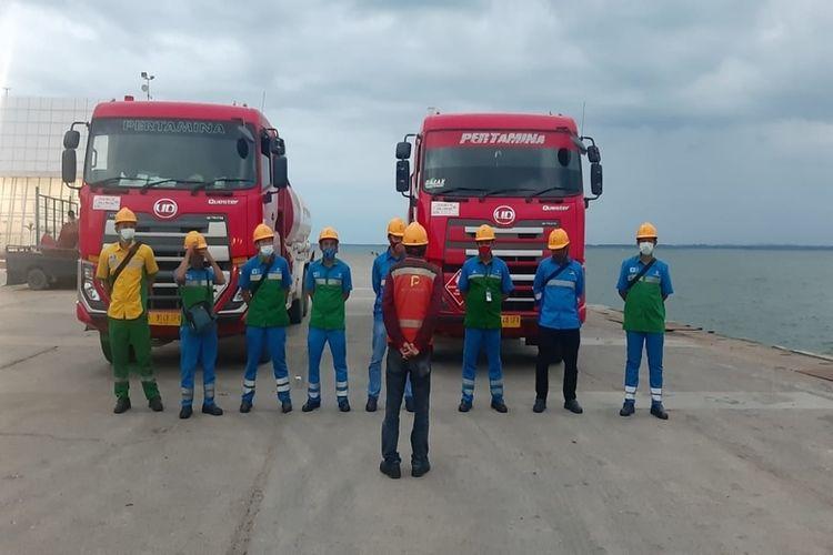 PT Pertamina (Persero) meminta masyarakat di Kabupaten Mamuju dan Kabupaten Majene, Sulawesi Barat, tetap membeli bahan bakar minyak (BBM) resmi di stasiun pengisian bahan bakar umum (SPBU).