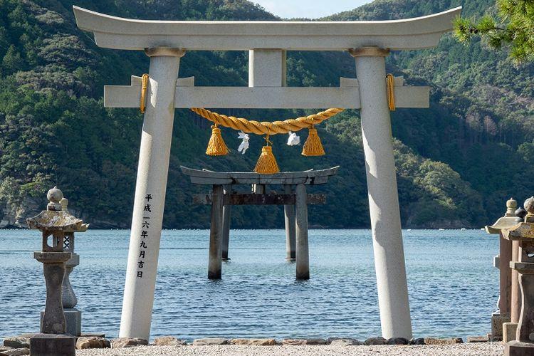 Kuil Watazumi yang terletak di Pulau Tsushima, Prefektur Nagasaki.