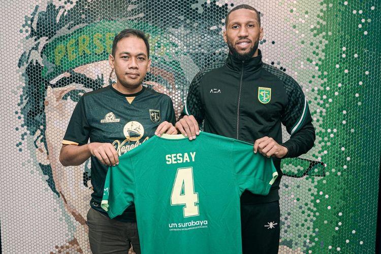 Pemain Persebaya Surabaya asal Inggris, Alie Sesay.