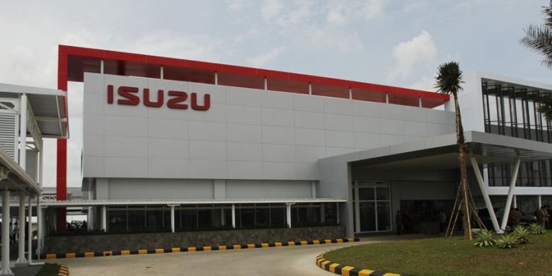 Pabrik perakitan baru Isuzu di Karawang, Jawa Barat, Selasa (7/4/2015). Pabrik Isuzu Karawang Plant berlokasi di kawasan Suryacipta City of Industry ini memiliki kapasitas produksi 52 ribu unit per tahun dan dapat dikembangkan menjadi 80 ribu unit per tahun.