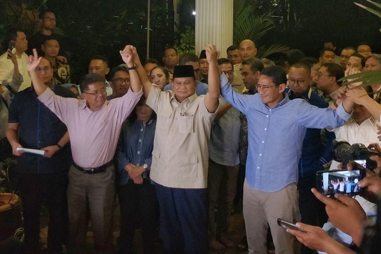 Calon presiden nomor urut 02 Prabowo Subianto dan calon wakil presiden Sandiaga Uno saat jumpa pers di kediaman pribadi Prabowo, Jalan Kertanegara, Jakarta Selatan, Kamis (27/6/2019) malam.