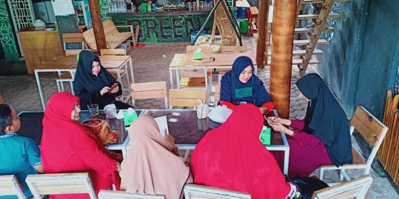 Suasana di Degreen Coffe dan Resto, Jalan Malikussaleh, Desa Kampung Jawa Lama, Kecamatan Banda Sakti, Kota Lhokseumawe, Aceh, Sabtu (22/6/2019).
