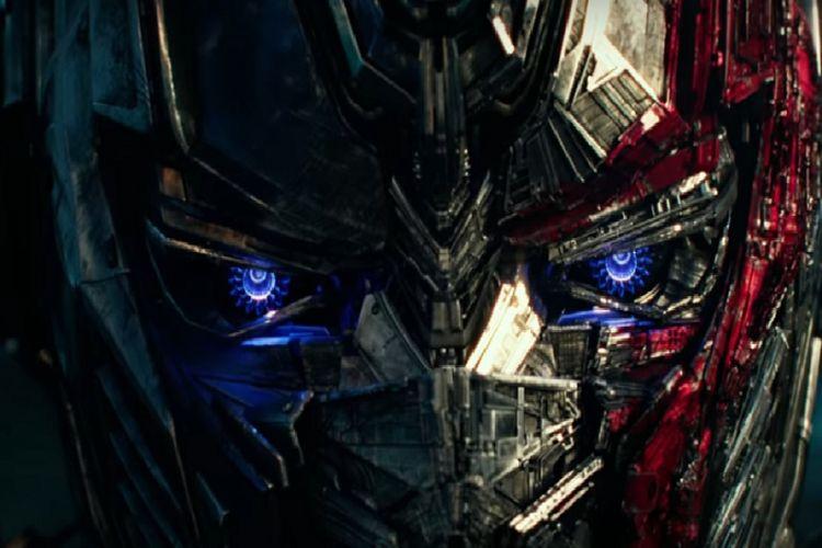 Cuplikan trailer film Transformers: The Last Knight (2017).