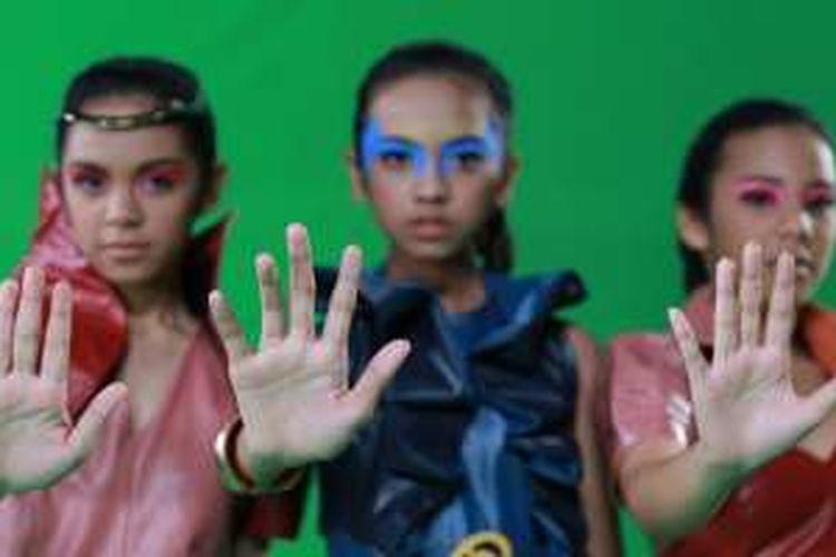 Tiga anak anggota Di Atas Rata-rata, yakni Oliv, Ola, dan Lyodra
