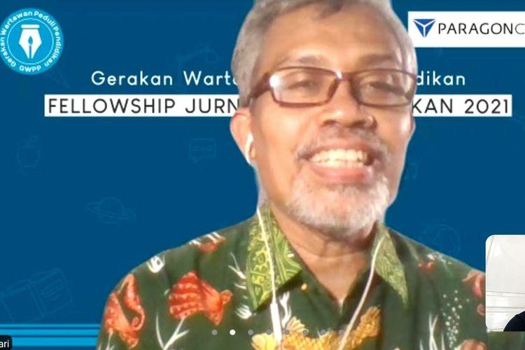 Direktur Pelaksana Gerakan Wartawan Peduli Pendidikan (GWPP) Nurcholis MA Basyari memberikan materi pelatihan jurnalistik.