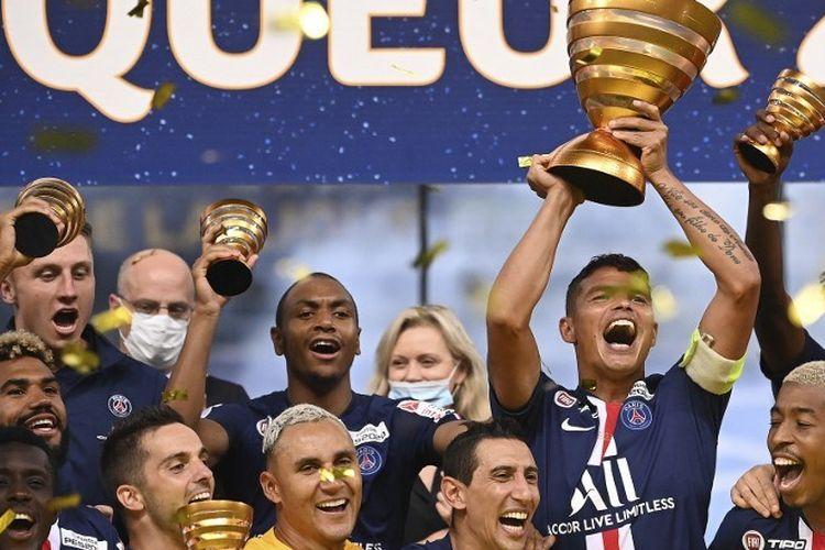 Skuad Paris Saint-Germain, saat merayakan gelar Piala Liga Perancis, Sabtu (1/8/2020) pagi WIB.