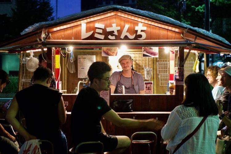 Yatai atau gerobak penjual makanan murah di Jepang.