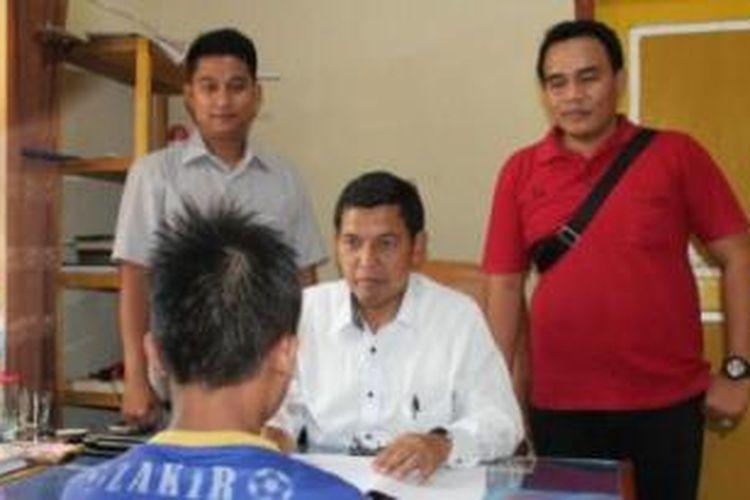 Pelaku pemerkosaan bocah empat tahun ZA pada saat diperiksa di unit PPA, Polres Musi Banyuasin (Muba), Sumatera Selatan.
