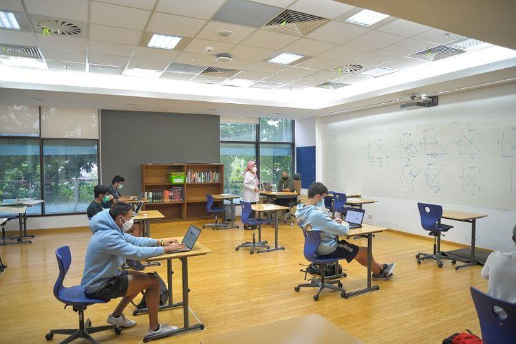 Suasana salah satu kelas di kampus JIS hari ini, mengawali sistem pembelajaran blended learning yang diterapkan sesuai arahan dari Kementerian Pendidikan dan Kebudayaan dan Dinas Pendidikan Provinsi DKI Jakarta