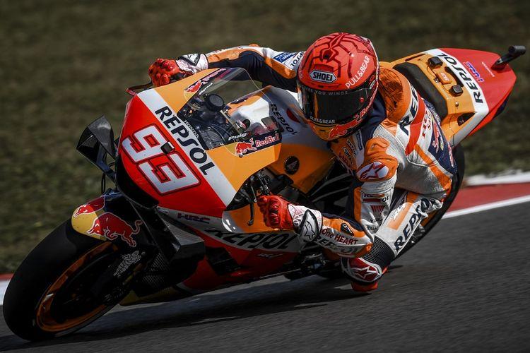 Marc Marquez saat sesi latihan bebas pada MotoGP Portugal 2021. (Photo by PATRICIA DE MELO MOREIRA / AFP)