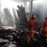 Sebuah Gudang Pengolahan Kayu Terbakar, Butuh 2 Jam untuk Padamkan Api