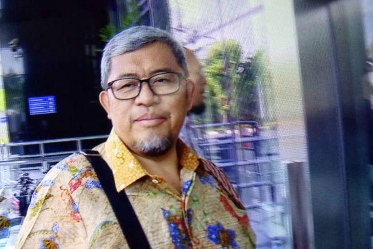 Mantan Gubernur Jawa Barat Ahmad Heryawan memenuhi panggilan pemeriksaan di Gedung Merah Putih Komisi Pemberantasan Korupsi (KPK), Jakarta, Selasa (27/8/2019).