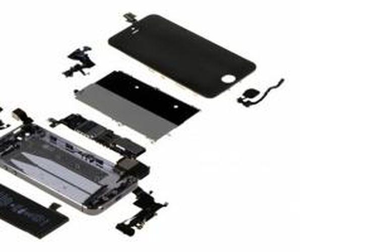 Komponen internal iPhone 5S yang dianalisa oleh IHS
