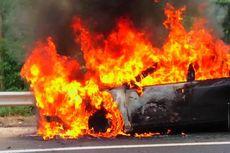 Mobil Mazda 6 Tiba-tiba Terbakar saat Akan Naik ke Gedung Parkir