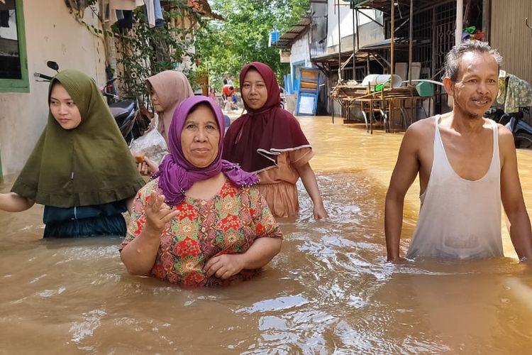 Ada ratusan rumah terendam banjir di Gang Pandan 1 dan Gang Pandan 2, Kelurahan Kedoya Selatan, Kebon Jeruk, Jakarta Barat, Kamis (2/1/2020).