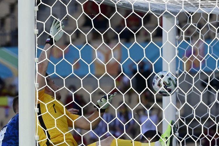 Gol bunuh diri kiper Slovakia Martin Dubravka membawa Timnas Spanyol unggul 1-0 pada laga Grup E Euro 2020, Rabu (23/6/2021) malam WIB.
