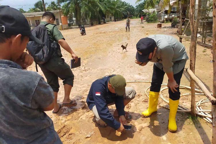 Temuan jejak kaki kucing hutan yang dikira harimau bikin geger warga Desa Karang Ringin 2, Kecamatan Lawang Wetan, Kabupaten Musi Banyuasin (Muba), Sumatera Selatan.
