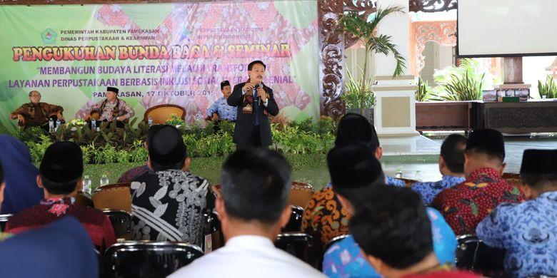 Kepala Perpusnas Muhammad Syarif Bando menjadi narasumber Seminar Budaya Literasi Melalui Transformasi Layanan Perpustakan Berbasis Inklusi Sosial di Kabupaten Pamekasan, Kamis, (17/10/2019).