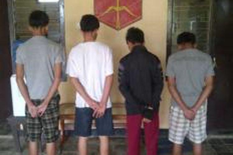 empat siswa SMP dan SMA di Kabupaten Konawe Selatan, Sultra ditahan polisi setempat. Karena diduga melakukan pemerkosaan terhadap teman perempuannya.