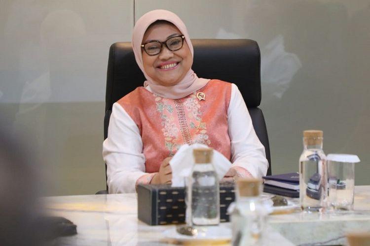 Menteri Ketenagakerjaan (Menaker) Ida Fauziyah memastikan pekerja atau buruh yang terpapar penyakit virus corona (Covid-19) akan mendapatkan upahnya.
