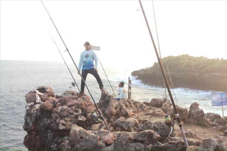 Para Pemancing Saat Memancing di Kawasan Pantai Gunungkidul (Ist Dokumentasi Handayani Rock Fishing)