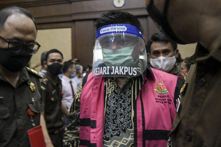 Terdakwa kasus dugaan korupsi pengelolaan dana dan penggunaan dana investasi pada PT Asuransi Jiwasraya (Persero) yang juga Komisaris Utama PT Trada Alam Minera Tbk Heru Hidayat bersiap menjalani sidang perdana di Pengadilan Tipikor, Jakarta, Rabu (3/6/2020). Sidang tersebut beragendakan pembacaan dakwaan untuk enam orang terdakwa yaitu Direktur Utama PT Hanson International Tbk Benny Tjokrosaputro, Komisaris Utama PT Trada Alam Minera Tbk Heru Hidayat, Direktur Keuangan Jiwasraya periode Januari 2013-2018 Hary Prasetyo, Direktur Utama Jiwasraya periode 2008-2018 Hendrisman Rahim, mantan Kepala Divisi Investasi dan Keuangan Jiwasraya Syahmirwan, Direktur PT Maxima Integra Joko Hartomo Tirto.