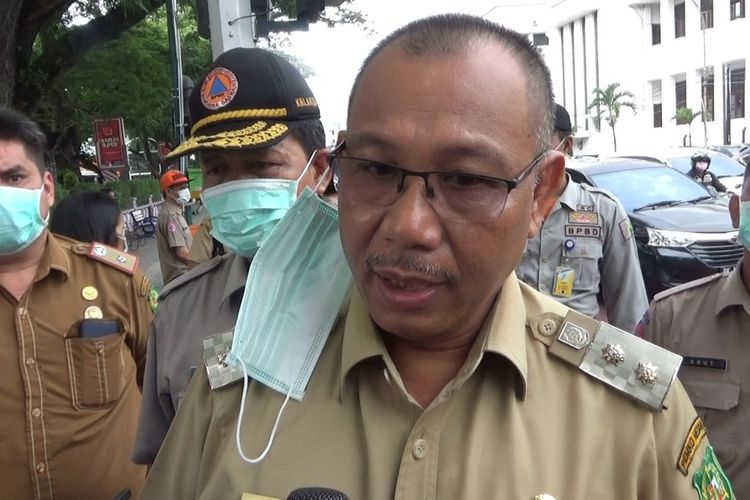 Plt. Walikota Medan, Akhyar Nasution di Lapangan Merdeka, pada Senin (23/3/2020) menyebut ada 1 orang yang meninggal dunia terkait virus corona atau Covid-19. Namun dia tidak menyebut apakah yang meninggal dunia positif atau tidak. Dia hanya menyebut, setelah UM yang meninggal dunia pada 17 Maret 2020 yang lalu, hari ini yang meninggal dunia AG. 9ii807uo9y6i8ttt555