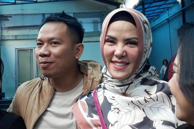 Angel Lelga dan Vicky Prasetyo dalam wawancara di Studio TransTV, Mampang, Jakarta Selatan, Kamis (18/1/2018).
