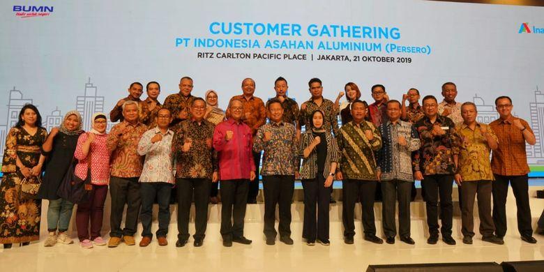 PT Indonesia Asahan Aluminium (Persero) atau Inalum menggelar kegiatan temu ramah dengan pelanggan aluminium (Customer Gathering) yang dihadiri oleh 67 perusahaan pelanggan setia Inalum dari Jakarta, Medan, dan sekitarnya, di Ritz Carlton Pacific Place, Jakarta (21/10/2019).