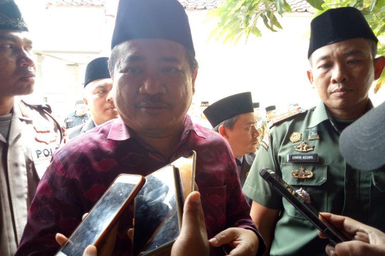 Bupati Garut Rudy Gunawan didampingi Dandim 0611 Garut Letkol Inf Erwin Agung saat diwawancara Sabtu (11/01/2020)