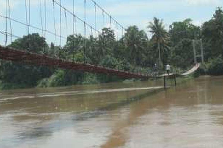 jembatan gantung yang dibangun personil tni dalan program tmmd di desa embacang ogan ilir sumsel