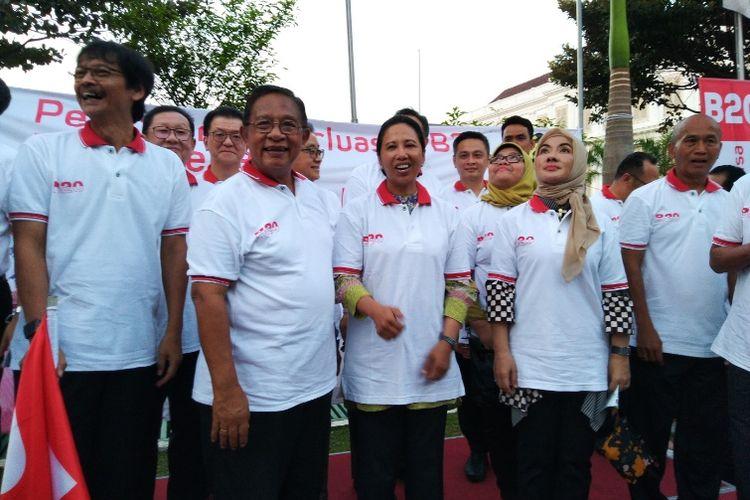 Menko bidang Perekonomian Darmin Nasution dan Menteri BUMN Rini Soemarno meluncurkan mandatori Perluasan penggunaan B20 di Kantor Kemenko Perekonomian, Jakarta, Jumat (31/8/2018).