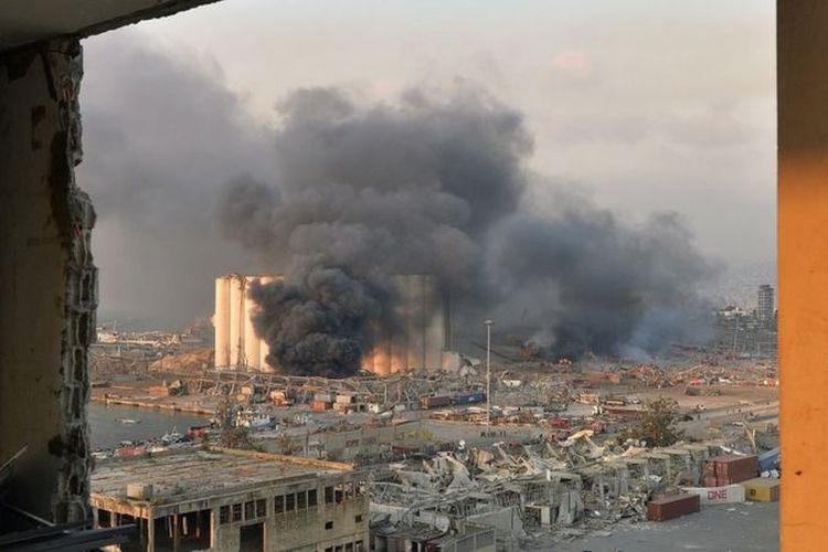 Situasi di Beirut usai terjadi ledakan besar di gudang amonium nitrat, Rabu (5/8/2020).