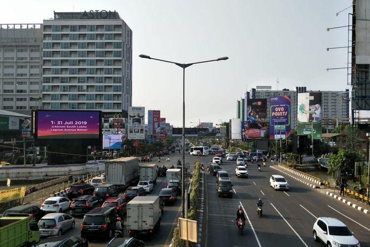 Situasi saat pengalihan arus lalu lintas di Simpang BCP, Kota Bekasi, Rabu (31/7/2019).